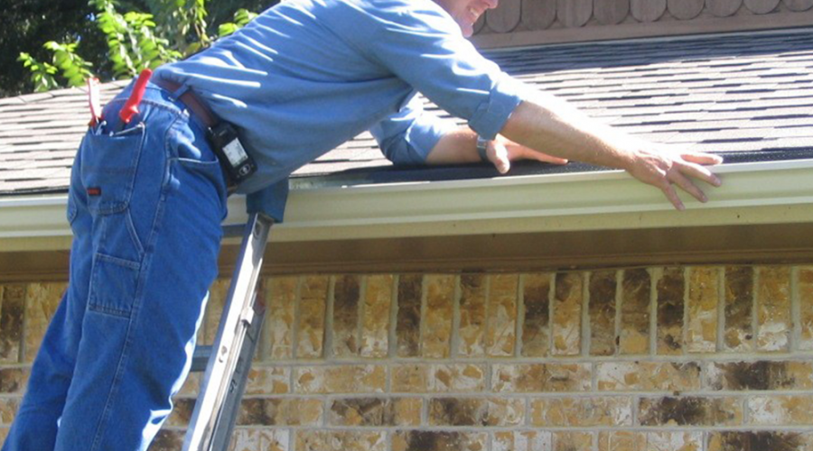 Why Is It So Important To Hire a Professional in Residential Roof Repair?